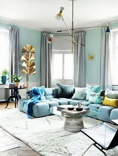 Blue Living Room Decor - What color makes a living room look bigger? Blue Living Room Decor - Should all rooms be painted the same color? Silver Living Room, Blue Living Room Decor, Living Room Lighting, Living Room Designs, Decor Room, Living Room Ideas Light Blue, Blue Living Room Furniture, Light Blue Rooms, Glamour Living Room