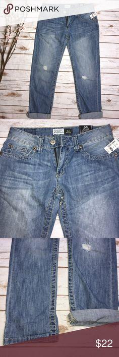 ✅Aeropostale Kylie Boyfriend distressed cuff jeans Aeropostale Kylie Boyfriend distressed cuff jeans NWT, Size 1/2 Aeropostale Jeans Boyfriend