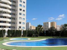 REF 609 : Vrij nieuw Appartement dichtbij centrum & strand € 450 p/m  Dit vrij nieuwe appartement beschikt over 2 slaapkamers en 1 badkamer. Het is volledig gemeubileerd en heeft vele extra's. Zo is er airconditioning, een wasruimte, gezamenlijk zwembad, parkeergarage en een tennisbaan. Vanaf het mooi balkon heeft u zelfs zeezicht. Het balkon is toegangkelijk vanuit de woonkamer. Eén slaapkamer heeft een dubbelbed en de andere 2 aparte bedden.