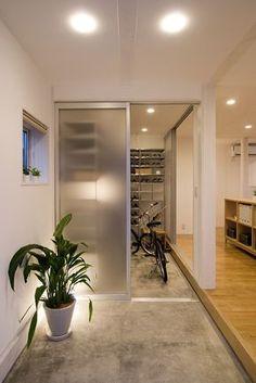 木の家|玄関・コンクリート土間|仕様・設備|無印良品の家 House Entrance, Entrance Doors, Interior Architecture, Interior And Exterior, Interior Design, Muji Home, Shoe Room, Condo Decorating, Japanese Interior