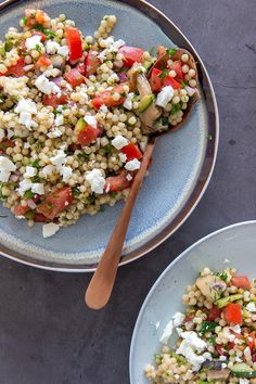 Parelcouscous met feta, tomaat, peterselie, dille en champignons - Jenny Alvares Pearl couscous with Healthy Diners, Healthy Snacks, Healthy Eating, I Love Food, Good Food, Yummy Food, Veggie Recipes, Vegetarian Recipes, Healthy Recipes