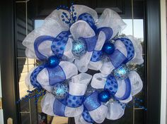 Mesh ribbon wreaths... I think I could that :)