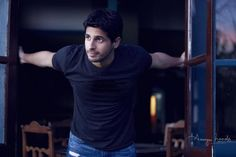 Sidharth frames his prized possession The All Black jersey!, sidharth malhotra movies, sidharth malhotra, sidharth malhotra news, brothers, sidharth malhotra in new zealand #johnkey #sidharthmalhotra #blackjersery