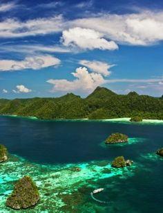 By monov: wayag island at Raja Ampat - West Papua - Indonesia via Ayofoto!