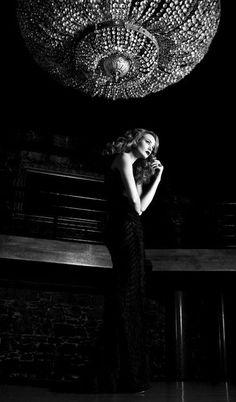 Lo Charme è un nodo da stringere con stile   La notte non è mai così nera come prima dell'alba  ma poi l'alba sorge sempre a cancellare il buio della notte. Così ogni nostra angoscia, per quanto profonda prima o poi  trova motivo di attenuarsi e placarsi, purché lo vogliamo. Sappiamo che c'è la luce perché c'è il buio che c'è la gioia perché c'è il dolore che c'è la pace perché c'è la guerra e dobbiamo sapere che la vita vive di questi contrasti.  ~ Romano Battaglia da Notte infinita ~
