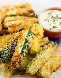 Parmesan Zucchini Chips, Zucchini Sticks, Fried Zucchini, Healthy Low Carb Recipes, Veggie Recipes, Appetizer Recipes, Cooking Recipes, Appetizers, Healthy Eats