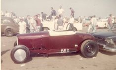 More vintage cars hot rods and kustoms Submit Your Pics Vintage Cars, Antique Cars, 32 Ford Roadster, Hot Rod Trucks, Kustom Kulture, Drag Cars, Car Humor, Colorful Pictures, Drag Racing