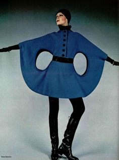 Space age fashion by Pierre Cardin for L'Officiel, 1971 - photo by Roland Bianchini 60s And 70s Fashion, Mod Fashion, Fashion Mode, High Fashion, Vintage Fashion, Womens Fashion, Pierre Cardin, Style Année 60, Mode Style