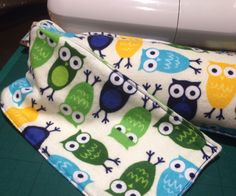 Microwaveable heat bag - Perfect for aching joints or warmth on a cold day, and really easy to make! Microwave Heat Bag, Diy Projects To Try, Craft Projects, Corn Bags, Rice Bags, Homemade Heating Pad, Sewing Tutorials, Sewing Projects, Homemade Christmas Gifts