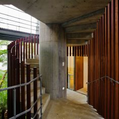 #Stairs : Casa en Ubatuba - SPBR Arquitetos #arquitectura #escaleras