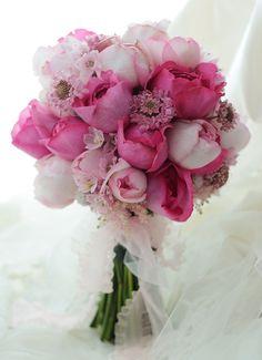 クラッチブーケ 横浜ベイシェラトン様の結婚式へ ピンクのカップ咲きのバラたちで : 一会 ウエディングの花
