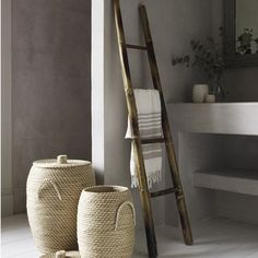 Bamboo Ladder Towel Rack for the Bathroom. I'd love to do a DIY ladder like this! Natural Modern Interior, Bamboo Ladders, Bathroom Ladder, Master Bathroom, Blanket Rack, Modern Blankets, Throw Blankets, Tadelakt, Big Bathrooms