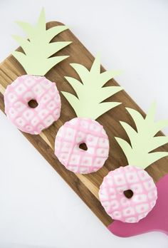 Joelle, Gold Pineapple, Donut Party, Tropical Party, Luau Party, Appetizers For Party, Party Cakes, Baby Shower Parties, Cupcakes