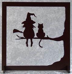 La sorcière et son chat - tableau silhouette en bois découpé : Décorations murales par decosiluetas