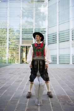 "Il bodypainter altoatesino Johannes Stötter è famoso in tutto il mondo per i suoi ""corpi nascosti"" Der Südtirol Bodypainter Johannes Stötter ist weltbekannt. The south tyrolean fine-art-bodypainter Johannes Stötter is famous in the world for his paintings. www.johannesstoetterart.com  Museion Bolzano http://www.museion.it/"