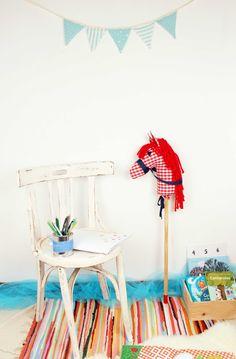 Decoración con caballito picniquero vichy rojo
