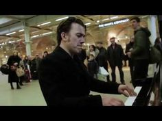 Pro pianist sits down at public piano. Gives it a schooling! Mod Music, Free Piano, The Boogie, Boogie Woogie, Him Band, Types Of Music, I Feel Good, Music Artists, Crowd