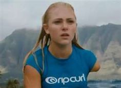 Despite the trauma of the incident, Bethany Hamilton was determined to return to surfing. Less than one month after the incident, Bethany Ha. Annasophia Robb Soul Surfer, Surf Competition, Bethany Hamilton, Professional Surfers, California Surf, Chuck Bass, She Movie, Surf Girls, Girls Makeup