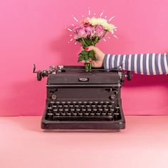 Vintage typewriter with fresh flowers stop motion animation. Created for Instagr… – Animation ideas Stop Frame Animation, Animation Stop Motion, 3d Animation, Animation Image Par Image, Stop Motion Photography, Motion Video, Design Poster, Vintage Typewriters, Creative Video
