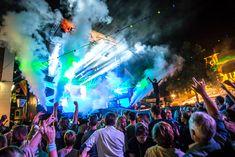 Naast alle drukwerk en online content realiseren we ook alle sign en XL print voor het Oldenzaalse zomerfeest. Bijgaande gave foto (met dank aan 'lach of ik schiet') laat een deel van het vernieuwde podium zien. Meer werk zien? Neem een kijkje op de website. ✨ #Oldenzaal #Event #Eventdesign #Stage #Mainstage #Festival #Awesome #Greatphoto #Sign #Print #Overijssel Stage Design, Ibiza, Xl, World, Concert, Prints, Instagram, Set Design, Concerts