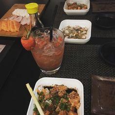 Em um ótimo ambiente tendo um bom papo! #soubetina #sushi #nazosushibar #japones #ceviche #tataki #girlfriend #eueela #lesbians by girlshanne