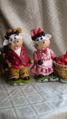 Cows, Christmas Decorations, Mary, Ceramics, Craft, Cow Painting, Ceramic Art, Cow Craft, Ceramica