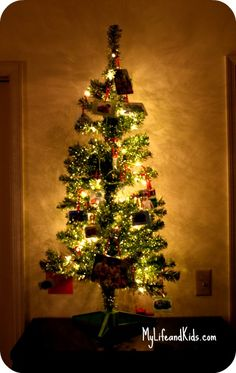 Christmas trees in kids rooms - and adorable kid-friendly ornaments