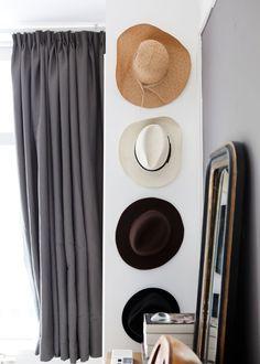Apartment in Amsterdam-Oost   Photographer: Barbara de Hosson Styling: Elisabeth den Heeten   vtwonen januari 2014 #magazine #vtwonen #interior #hats #curtains