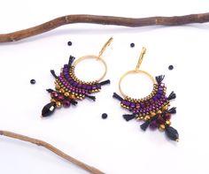 Boucles d'oreilles bohème chic, noire, rose-violet et doré : Boucles d'oreille par soolita