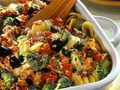 Kartoffeln eignen sich 1A für einen Auflauf. Mediterraner Kartoffelauflauf - smarter - Kalorien: 270 Kcal - Zeit: 45 Min.   eatsmarter.de