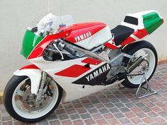Cafe Racer Motorcycle, Motorcycle Design, Motorcycle Style, Yamaha Motorcycles, Yamaha Yzf, Three Wheel Bicycle, Gp Moto, Bicycle Decor, Mini Bike