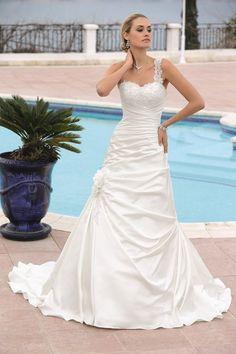 Bruidsjurken - Trouwjurken - Bruidsmode van Ladybird de Luxe 44004lx