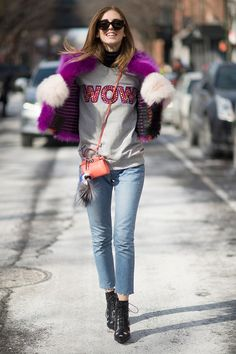 Was the little orange bag a giveaway at one of the shows? Chiara Ferragni is wearing a coat and a bag from Fendi and a sweater from Markus Lupfer shoes from Yves Saint Laurent during New York Fashion Week on February 2015 in New York City. Cool Street Fashion, Street Chic, Fendi, The Blonde Salad, Vogue, Effortless Chic, Casual Chic, Fashion News, High Fashion