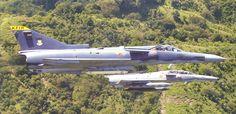 Los IAI Kfir fueron adquiridos por Colombia en 1989, estos eran aviones de combate de segunda mano. El Kfir es un avión de combate diseñado por Israel como un caza multirol basado en el Mirage 5 Frances. Cuando los primero avión llegaron a Colombia, estos eran de la versión C2, pero en la actualidad estos han sido convertidos a la versión C7.