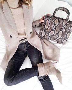 Pull Zara Pantalon Zara Manteau Mango 43050599 Source by nancyvada Fashion outfits Mode Outfits, Winter Outfits, Casual Outfits, Fashion Outfits, Fashion Trends, Dress Fashion, Mango Trousers, Trousers Women, Mango Coats