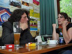 Janna Kahrs im Gespräch mit dem Künstler Martin Zeuschner. – Foto © Kai Willi Schröder