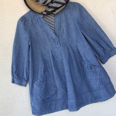 Chambray top  Stylish, versatile ✔️top, ✔️shirt, ✔️smock, ✔️topper. Great w snappy striped or black leggings skinnies and flats, sandals, Birks, or booties. Casual elegance w Mandarin collar, pockets and pleats. 100% cotton, runs a bit small, but cute cute!  EUC, worn twice, just too small for me :(. I've kept it in case I magically shrink, but hmmm, not happening.  Same day shipping whenever possible. Make me an offer & make this one yours! ❤️ H&M Tops