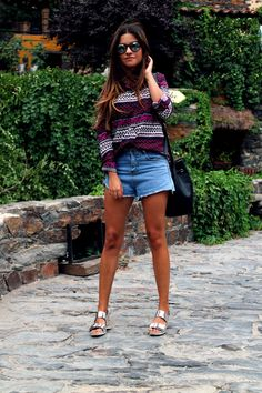 printed shirt, high waist denim pants and silver sandals.
