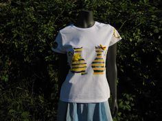 White Cotton Hand Painted T-shirt Cats in Yelow and by Aglika