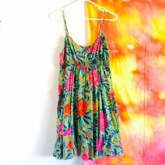 H&M floral flowy dress Only worn once. Super lightweight and flowy! Has elastic waist with ruffled design on the bottom hem. Size large and very comfortable H&M Dresses Midi