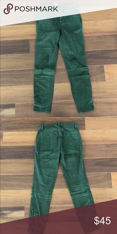 *In stores now* J.Crew Cargo Toothpick pant Sz 25 Perfect pant for spring! 25 in waist, 2 large front and back pockets, great cargo styling. Zippers at ankles pair perfectly with short boots or strapped sandals. Extremely stretchy and comfortable. Worn once. J. Crew Pants Ankle & Cropped