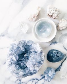 The Ultimate Crystal Healing Beginner Guide: the Whats and Hows Crystals have various powerful healing properties. If you are a crystal healing beginner, this guide will help you to get crystals to work for you. Crystals Minerals, Rocks And Minerals, Blue Crystals, Crystals And Gemstones, Stones And Crystals, Crystal Magic, Crystal Grid, Crystal Shop, Amethyst Crystal