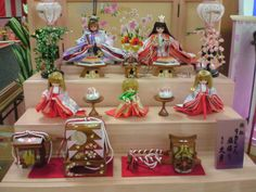 りかちゃん雛人形(三人官女がパツ金)  Licca chan hinamatsuri dolls. the three lady in waiting have blond hair!!    http://en.wikipedia.org/wiki/Licca-chan (http://en.wikipedia.org/wiki/Hinamatsuri)