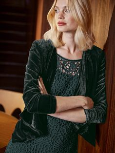 Lovely waterfall style sleek forest blazer. Great with black jeans, a simple white top and heels.