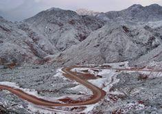 Nieve en la Cuesta de Miranda. Ruta 40 en La Rioja.