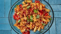 Romesco Pasta Salad with Basil and Parmesan. The reason this pasta salad holds up so well at room temperature is because you dress it twice with a flavorful, punchy romesco sauce. Meet your new summer staple. Pasta Salad Recipes, Sauce Recipes, Veggie Recipes, Vegetarian Recipes, Herb Recipes, Pesto, Yogurt, Romesco Sauce Recipe, Summer Pasta Salad