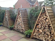 Shed Plans - Wooden pallets shed for storing of logs: 24 Practical DIY Storage Solutions for Your Garden and Yard - Now You Can Build ANY Shed In A Weekend Even If You've Zero Woodworking Experience! Firewood Shed, Firewood Storage, Firewood Holder, Stacking Firewood, Outdoor Firewood Rack, Stacking Wood, Wood Storage Sheds, Lumber Storage, Diy Yard Storage