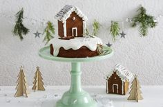 Unser beliebtes Rezept für Winterwonderland-Kuchen mit Lebkuchenhaus und mehr als 55.000 weitere kostenlose Rezepte auf LECKER.de.