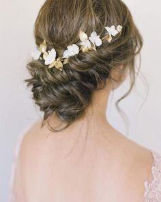 30 Loose Wedding Hairstyles To Make You Feel Like Rapunzel #weddinghairaccessories #looseweddinghairstyles #bridalstyle #weddinghairstyles
