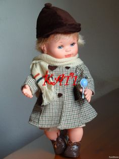 Llevaba tiempo mirando a Mocosete y notaba que él también me miraba a mi, pero no acabábamos de encontrarnos hasta que un día en casa de un... Vintage Dolls, Childhood Memories, Nostalgia, Hipster, Pretty, Fashion, Antique Dolls, Dress, 70s Toys